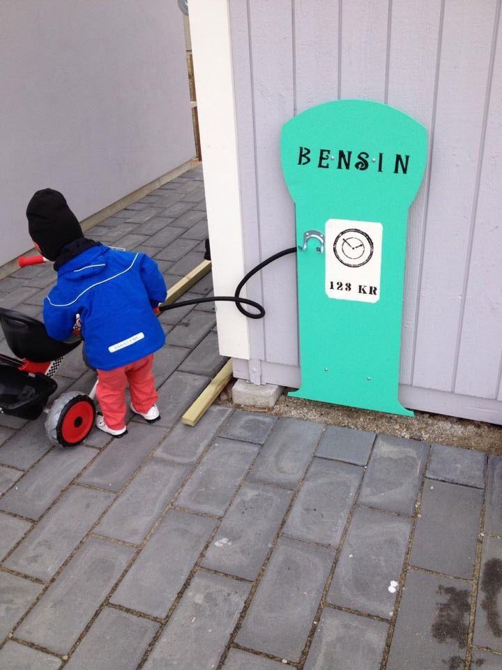 Enkel väggvariant på bensinpump