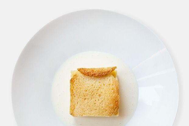 Английский «Хлебный пудинг» сзаварным кремом — Рецепты шефов на The Village