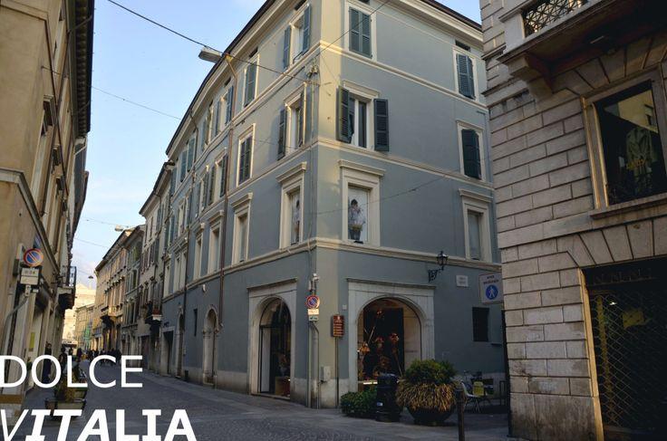 Via Moretto feels golden, Brescia
