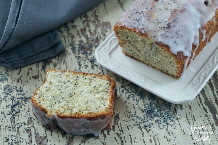 Il Plumcake limone e semi di papavero di Betty è un dolce morbido, dal piacevole retrogusto di semi di papavero tostati che gli donano carattere