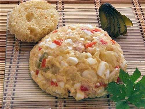 Salata de cartofi. Retete culinare de salate. Reteta de Salata de cartofi este o mancare foarte gustoasa si satioasa, ideala pentru pranz sau cina. Ingrediente