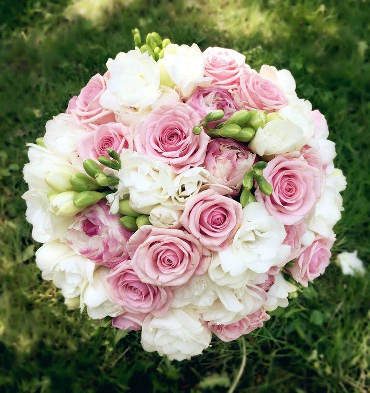 Pracownia Kwiatkarium: piwonie, róże, frezje