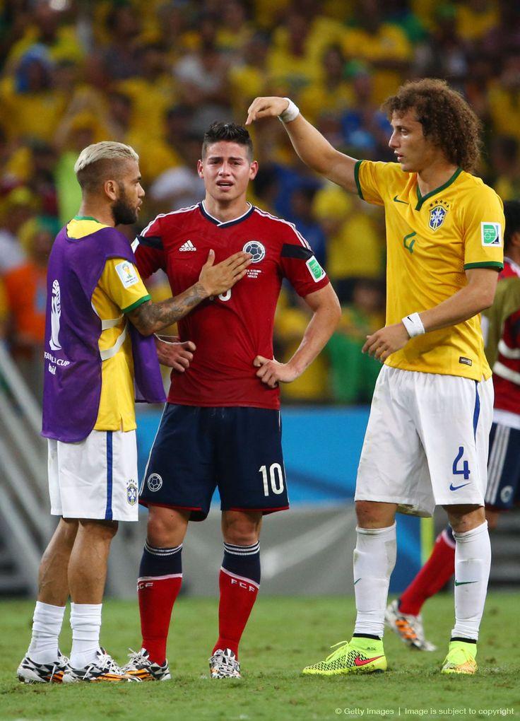 """Bonito gesto el de David Luiz y Dani Alves para con nuestro desconsolado """"crack"""", James Rodríguez: «Cuartos de final, 2014 FIFA Copa Mundo Brasil, """"todos en un mismo ritmo""""» [viernes, 04 de julio de 2014]."""