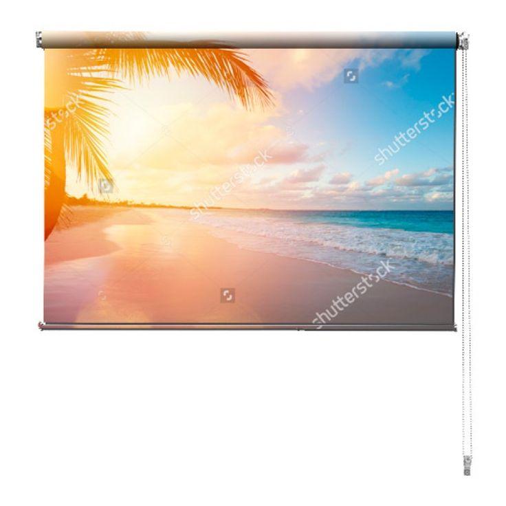 Rolgordijn Uitzicht op zee | De rolgordijnen van YouPri zijn iets heel bijzonders! Maak keuze uit een verduisterend of een lichtdoorlatend rolgordijn. Inclusief ophangmechanisme voor wand of plafond! #rolgordijn #gordijn #lichtdoorlatend #verduisterend #goedkoop #voordelig #polyester #strand #vakantie #tropisch #palmboom #oceaan #zomer