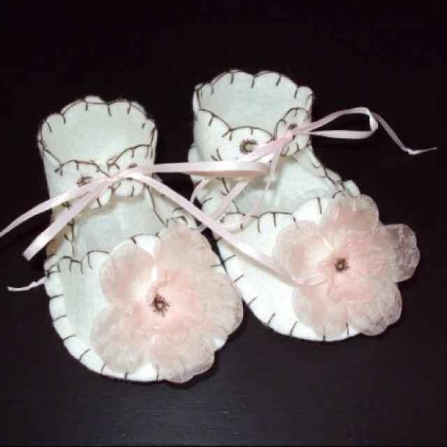Felt baby shoes!: Baby Children Handmade, Baby Feet, Baby Gifts, Baby Ideas, Baby Clothes, Felt Baby Shoes, Baba Shoes, Baby Stuff, Baby Shoes Gowns