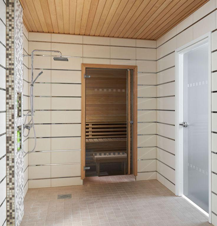 JELD-WENin saunanovi Pisara, leppäkarmi ja pystyvedin. Kylpyhuoneenovena Spa-malliston Pisara+.