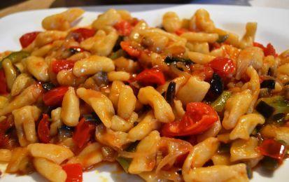 Ragù di verdure - Il ragù di verdure è l'idea giusta per una bella pasta asciutta estiva: è leggero, profumato e ricco di colore, e anche facile da fare.  Inoltre, potete usarlo anche per preparare un'ottima pasta fredda.