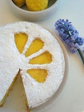 CROSTATA AL LIMONE E PANDISPAGNA.-  Un involucro di #pastafrolla delicata e poco grassa, una crema al #limone racchiusa tra due strati di #pandispagna, rendono questo dolce un po' speciale..come tutte le torte al limone.