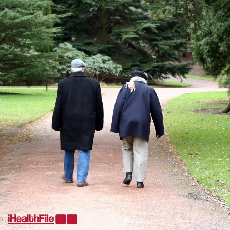 Uzmanlar, orta yaşlılarda egzersiz için günde 30 dakika tempolu yürüyüşün yeterli olabileceğini ve bu 30 dakikanın gün içinde bölünerek de yapılabileceğini belirttiler. #ihealthfile #Saglik #YuruyusYapmak #SaglikIcinYuruyun