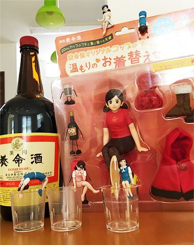 コップのフチ子と養命酒のコラボキャンペーンとして特別に製作された「養命酒オリジナルコップのフチ子+温もりのお着替えセット」。当選した方々からお寄せいただいたご感想やお写真をご紹介します。
