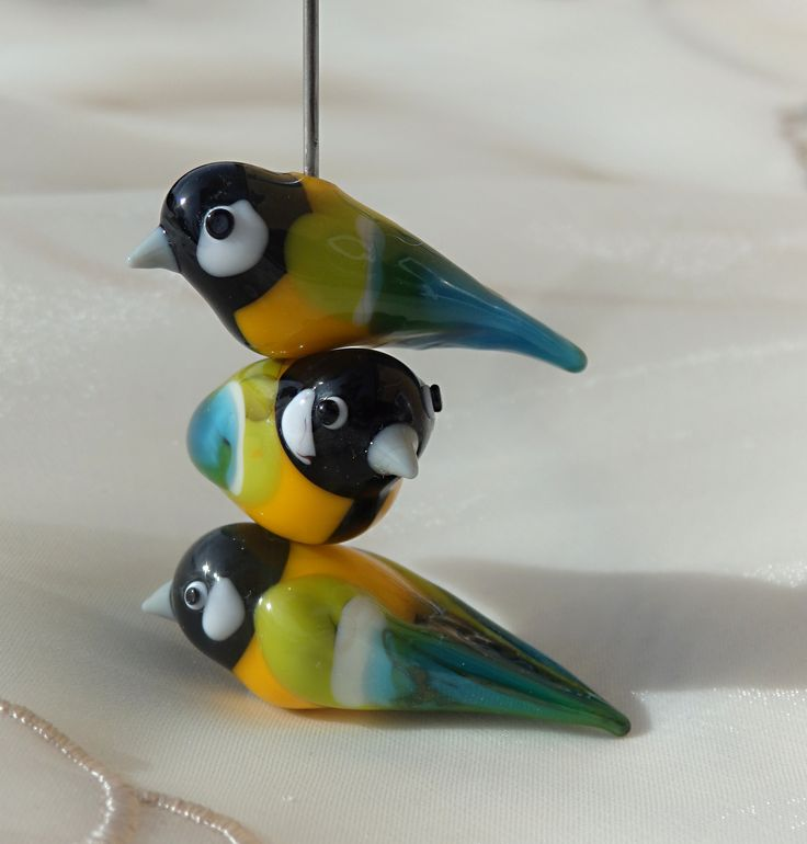 Píp+Autorská+vinutka+ptáčka.+Každý+ptáček+je+nepatrně+jiný.+Velikost+-+cca+délka+38+mm,+šířka+14,5+mm.+Dírka+1,8+mm.