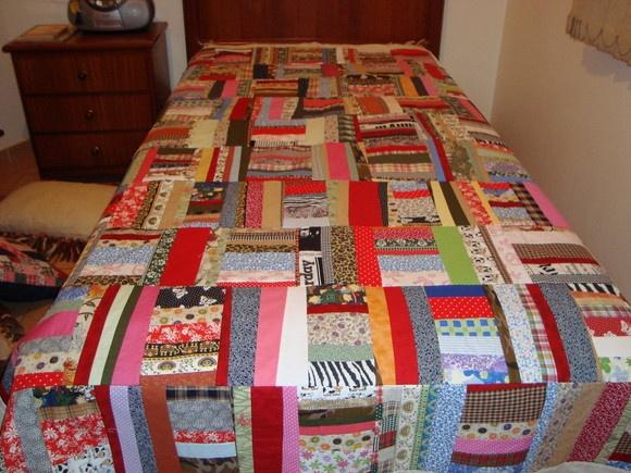 colcha de retalhos para cama de solteiro,forrada com algodão cru,muito bem acabada. tecidos 100% algodão, pre-lavados. R$438,00