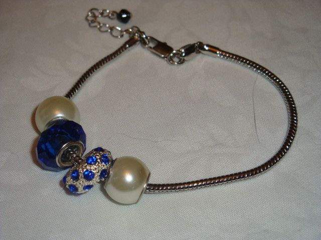 CRYSTAL AND GLASS BEADS ON A SILVER BRACELETfashion jewellery
