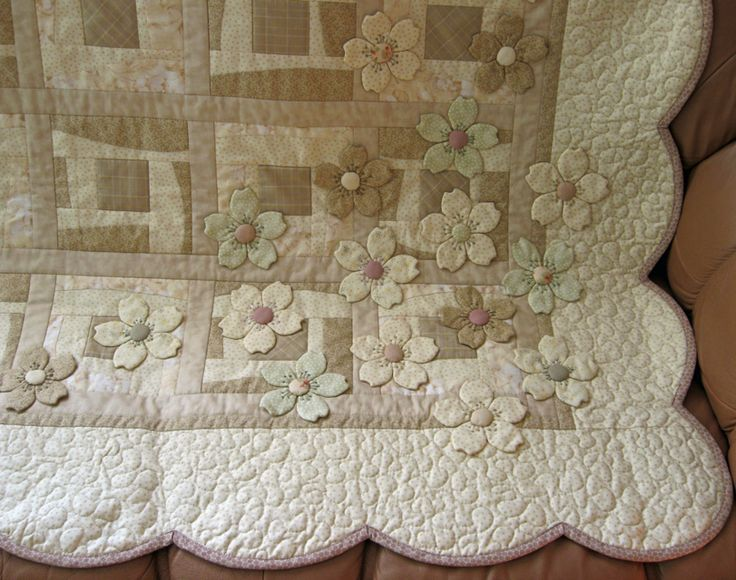 love, love, LOVE this!!!! dogwood appliques added to neutral quilt --MUST make…
