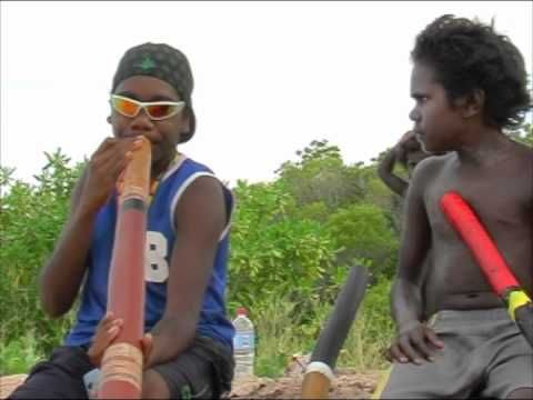 Didgeridoo tutorial | Mikey Gurruwiwi - YouTube