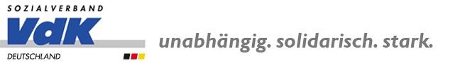 """VdK-Zeitung  Die Kluft zwischen Arm und Reich wächst    Seit seiner öffentlichkeitswirksamen """"Aktion gegen Armut"""" im Jahr 2008 warnt der Sozialverband VdK eindringlich vor der wachsenden Kluft zwischen Arm und Reich und den negativen Folgen einer voranschreitenden sozialen Spaltung für den Zusammenhalt unserer Gesellschaft. Dieses Thema ist im Wahljahr 2013 aktueller denn je.Kurz vor Weihnachten stellte der Paritätische Wohlfahrtsverband seinen Armutsbericht 2012 vor. Er kam zu dem Ergebnis,"""