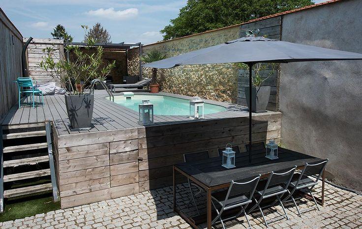 Un espace détente et convivial avec cette piscine ovale Olivia. #piscines #waterair