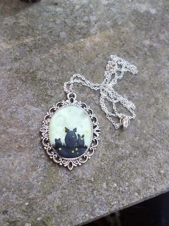 Necklace with cameo, with Totoro (backgraound fluorescent)  -------------------------------------------  Collana con cameo, con Totoro (in sfondo fluorescente)