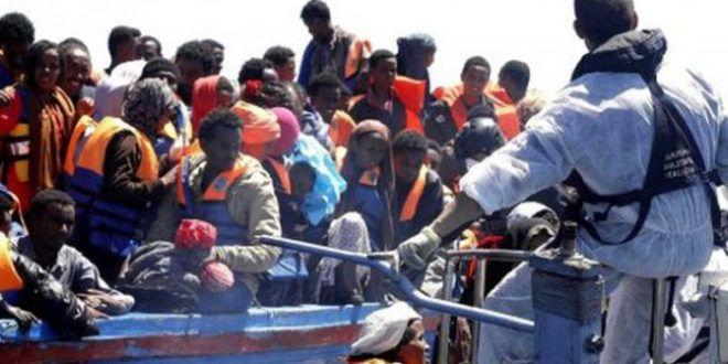 Angela Merkel: 'Accoglieremo ogni mese da Italia e Grecia centinaia di profughi'