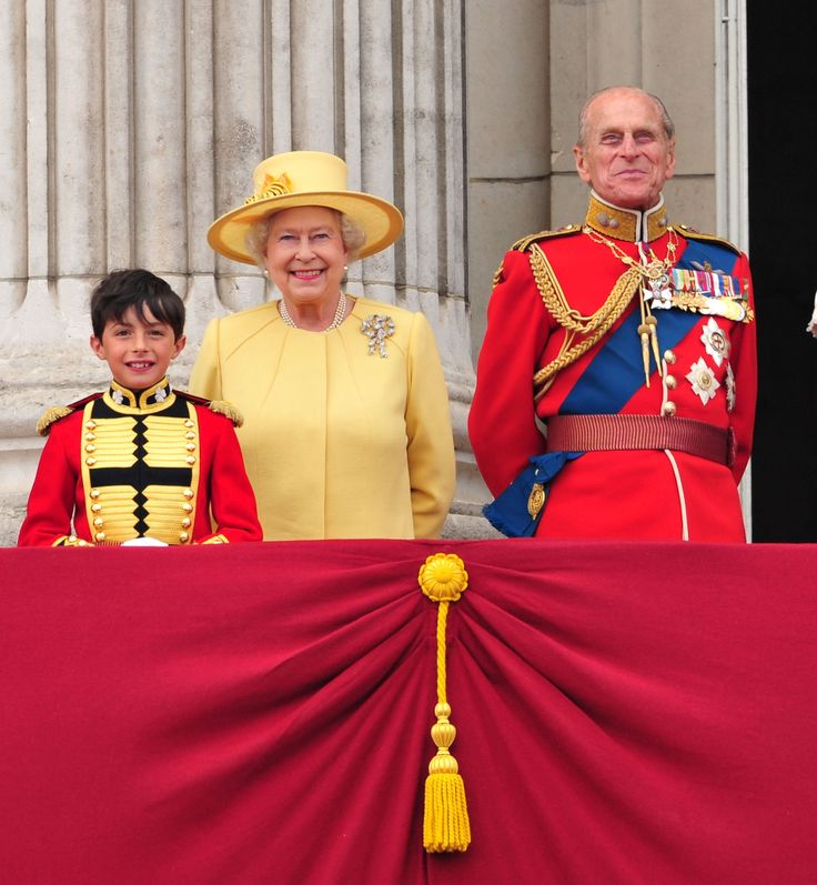83 best images about queen elizabeth on pinterest world for Queen on balcony