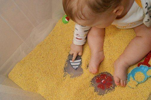 есть ИДЕЯ!  Домашняя песочница = контейнер из IKEA + 10 кг пшена!!!  Читаем про игры с крупами:  www.baby-answer.ru/2012/04/blog-post_17.html www.baby-answer.ru/2012/04/2_20.html  #полезное_образование #воспитание_детей #mycontriver #крупа #игра #работа_на_дому