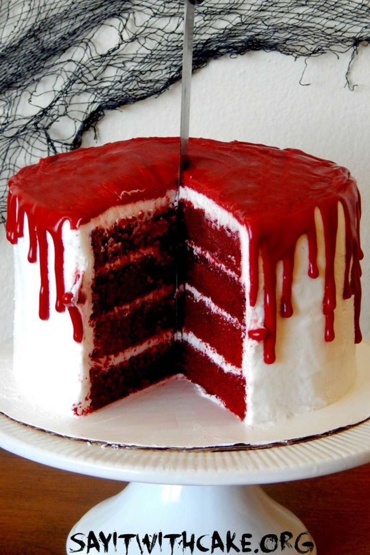 30 creepy and creative halloween cakes - Bloody Halloween Decorations