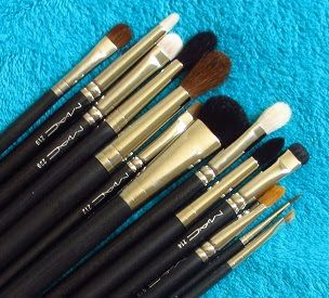 Eyeshadow Addicts Anonymous: A Guide to MAC Eye Brushes