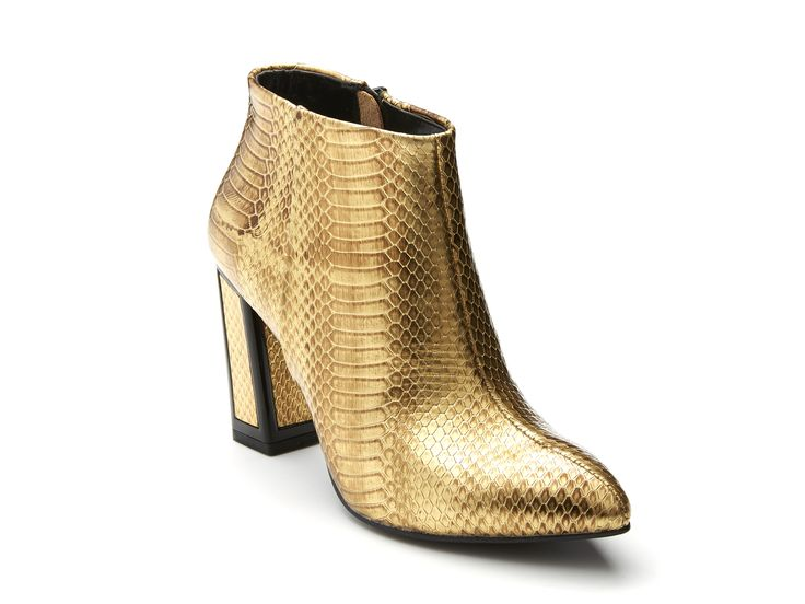 Kat Maconie - Stella in Gold http://www.hugosheppard.com.au