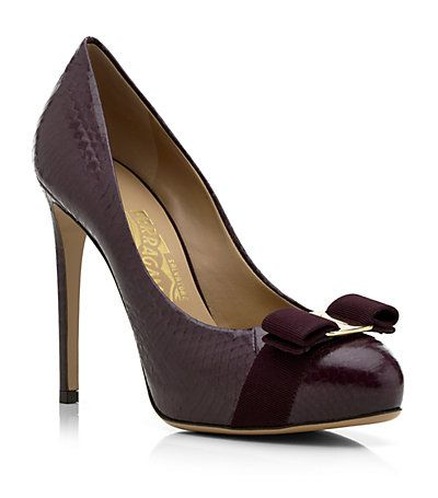 Salvatore Ferragamo Rilly Bow Pump - more here: http://mylusciouslife.com/luscious-loves-emilio-pucci-violet-dress/