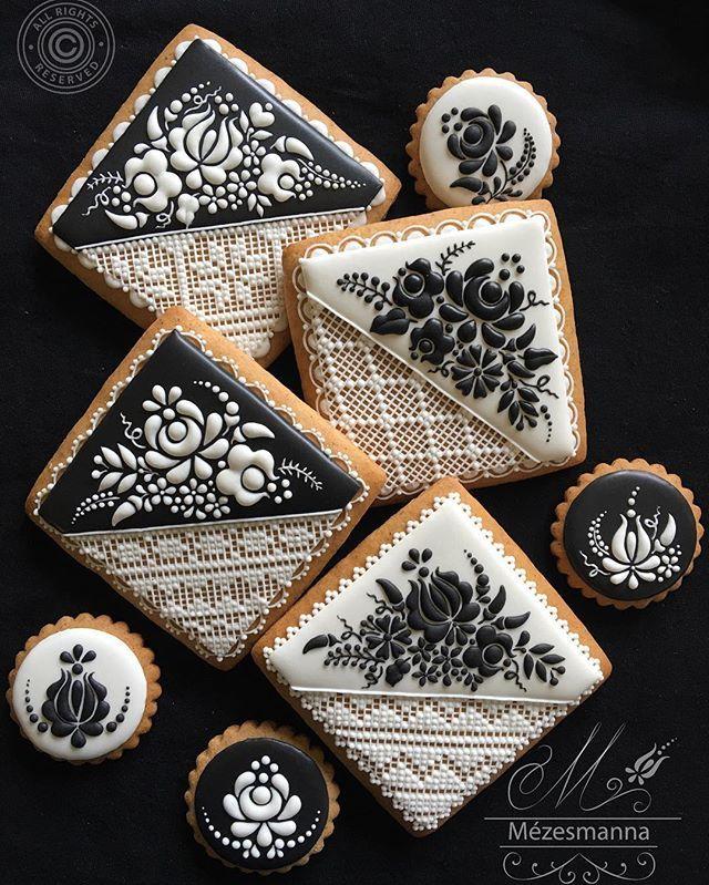 Hungarian pattern with royal icing.Love  #hungarianpattern #royalicing #tojashab…