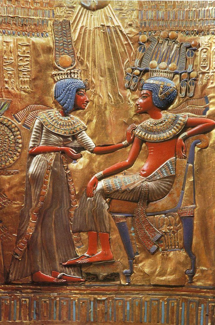 Détail du trône de Toutankhamon, bois plaqué d'une feuille d'or, incrustations de faïence, de verre et de pierres  multicolores.