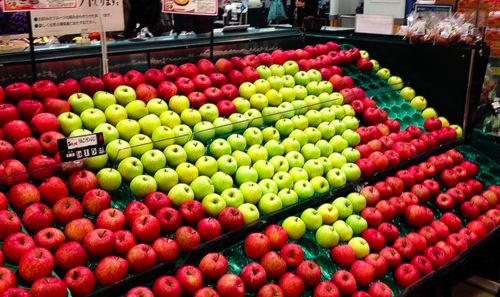 apples | heart store display