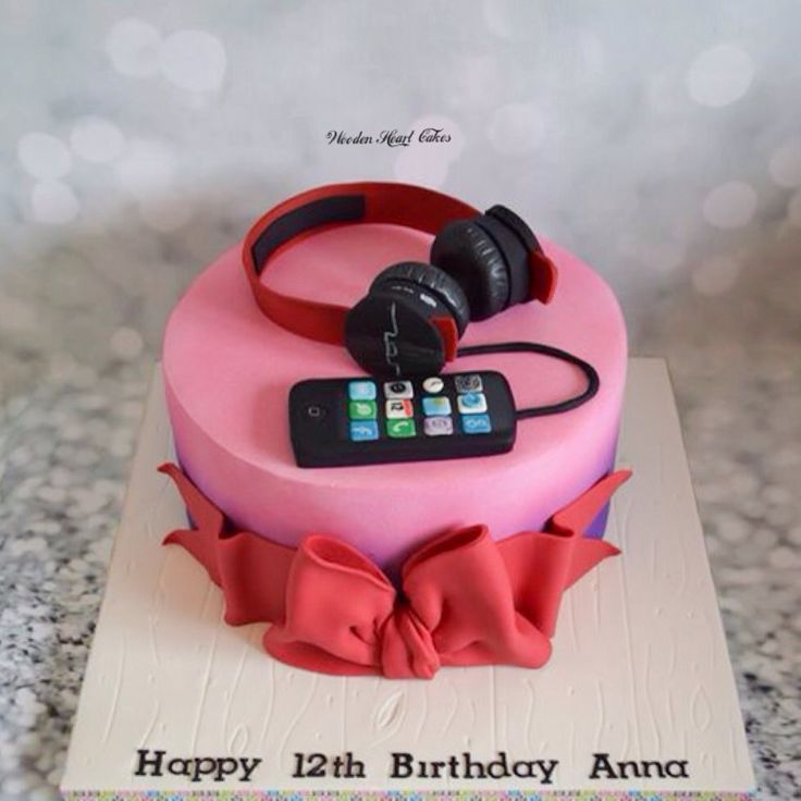 Ipod And Headphones Girls Cake Wooden Heart Cakes