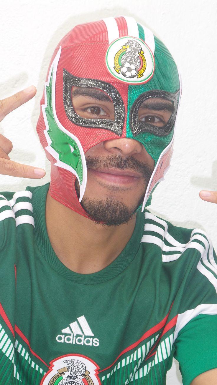 Máscara semiprofesional coleccionable de la Selección Nacional de #Mexico, color bandera, diviértete durante el #Mundial #Fifa #Brasil2014 #PonteLaTri #Futbol.  http://articulo.mercadolibre.com.mx/MLM-449625866-mascara-de-la-seleccion-mexicana-de-futbol-mundial-brasil-_JM