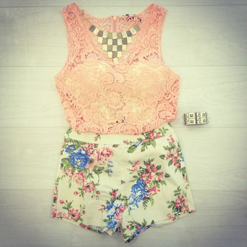 floral and lace: Summer Fashion, Floral Prints, Lace Tops, Floral Shorts, Summer Wear, Summer Outfit, Cute Outfit, Clothing Combinations, Floral Lace