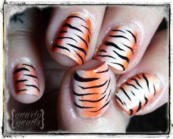 tiger stripe nails-tacky and wonderful  =)