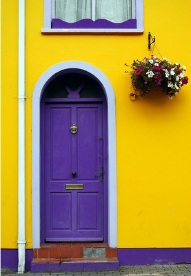 Yellow house, purple door... I'd live there.