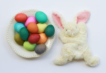 How to Dye Easter Eggs With Kids