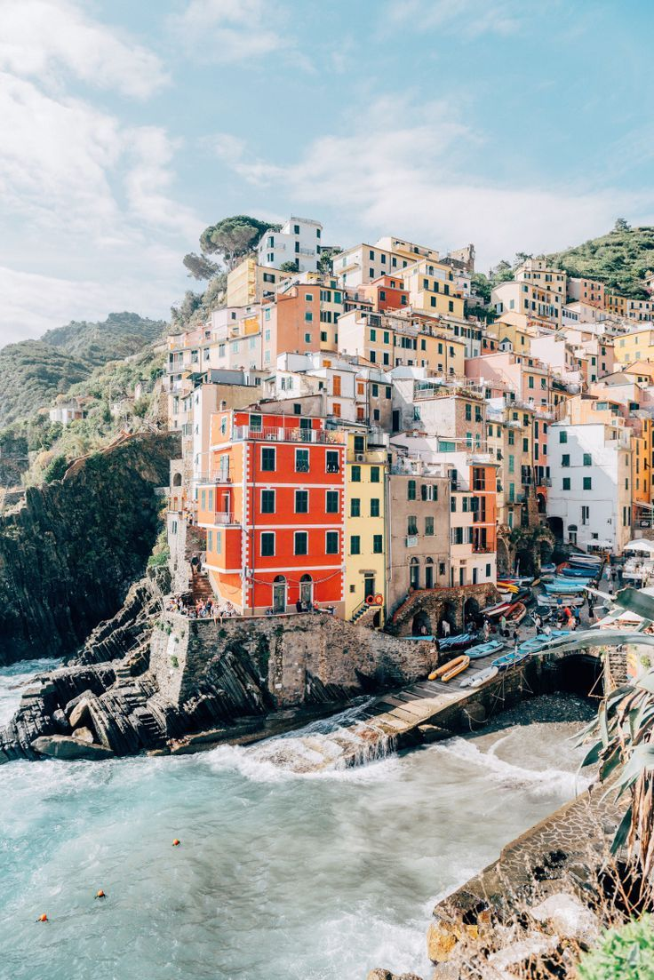Cinque Terre, Italy.STUNNING so proud to have Italian heritage. I love Italy it's so pretty!!!!!!!