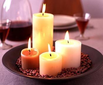 Cómo aprovechar velas viejas. En muchas ocasiones, si se da un uso frecuente a las velas, estas pueden perder su bonita apariencia o incluso perder su pabilo, o mecha encendedora, por lo que hay que desecharlas. Si tienes un montó...
