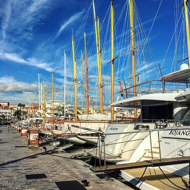 Such a beautiful november day, strolling around yachts 👣⛵️ #cannes #port #sunny #beautiful #november #bluesky #happy #frenchriviera #cannesisyours #mabelleville #канны #яхты #красиво #bestoftheday #instadaily #igers