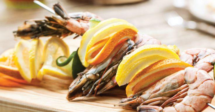 Espetadas de camarão tigre e citrinos