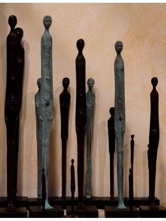Statuettes votives de bronze. C'est à Volterra que Giacometti les vit pour la première fois et s'inspira de cette sculpture étrusque longiligne et puissante.