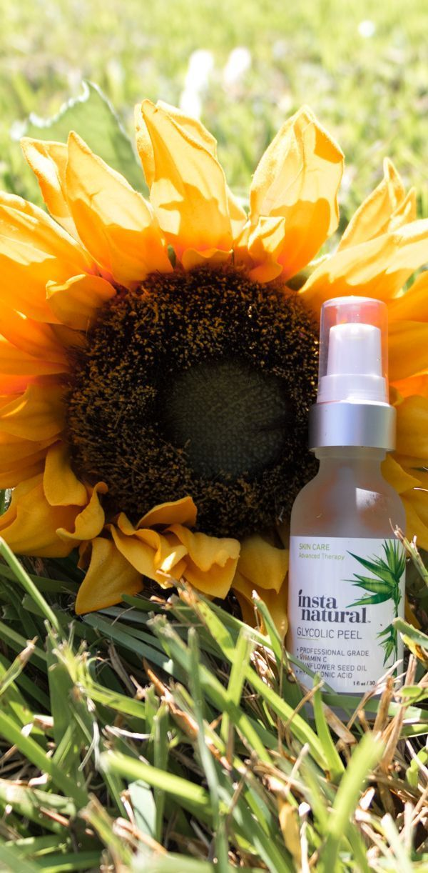 InstaNatural Glycolic Peel is a professional grade exfoliation treatment infused with powerful ingredients designed to visibly reduce the appearance of wrinkles, discoloration and pores while also providing nourishment to the skin. #ChemicalSkinPeel