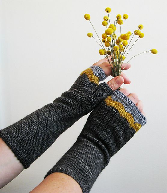 Ravelry: Maroo Mitts pattern by ambah