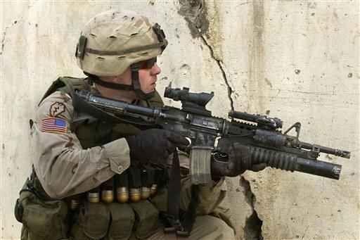 Perchè i militari americani portano sul braccio una bandiera USA invertita? Per quale motivo i militari USA portano sulla spalla destra della loro uniforme da combattimento una bandiera americana invertita? Il nostro articolo cerca di dare una spiegazione a questa semplice c #reverseflag #bandierausa #militari