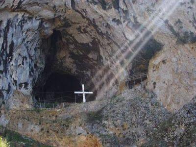 Έκτακτο Παράρτημα: Σπήλαια του Αγίου Όρους. Περάσματα από την Γη στην...