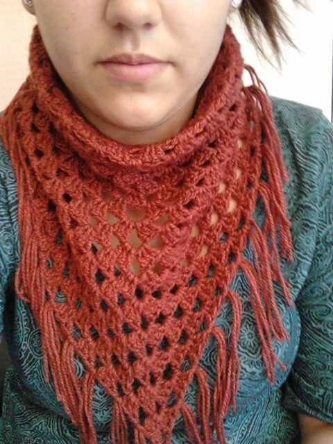 Cuello con flecos a crochet