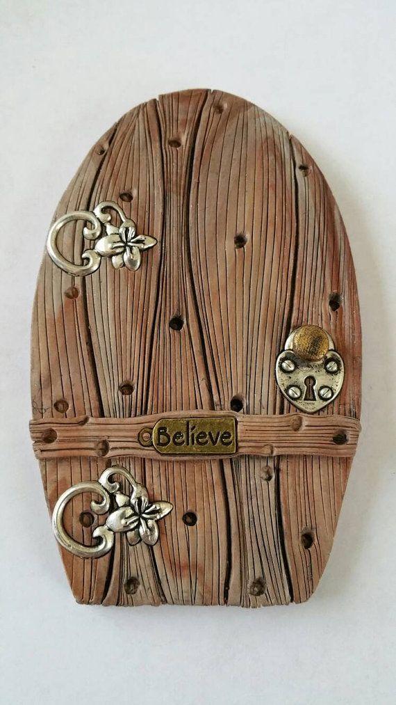 Hada la puerta 1048 Hobbit Gnome por FairyDoorsByTommie en Etsy