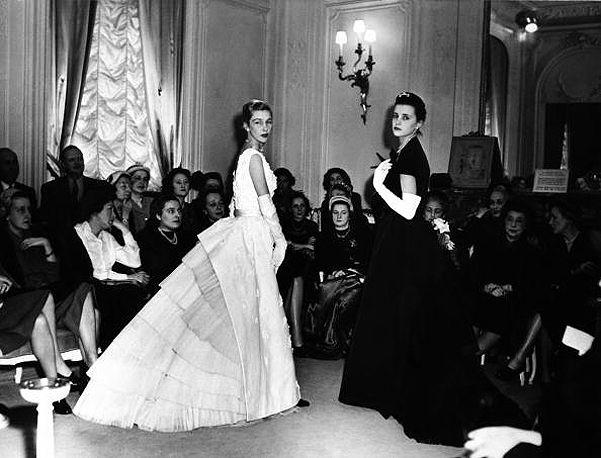 Модели на показе коллекции Кристиана Диора, 1948 г